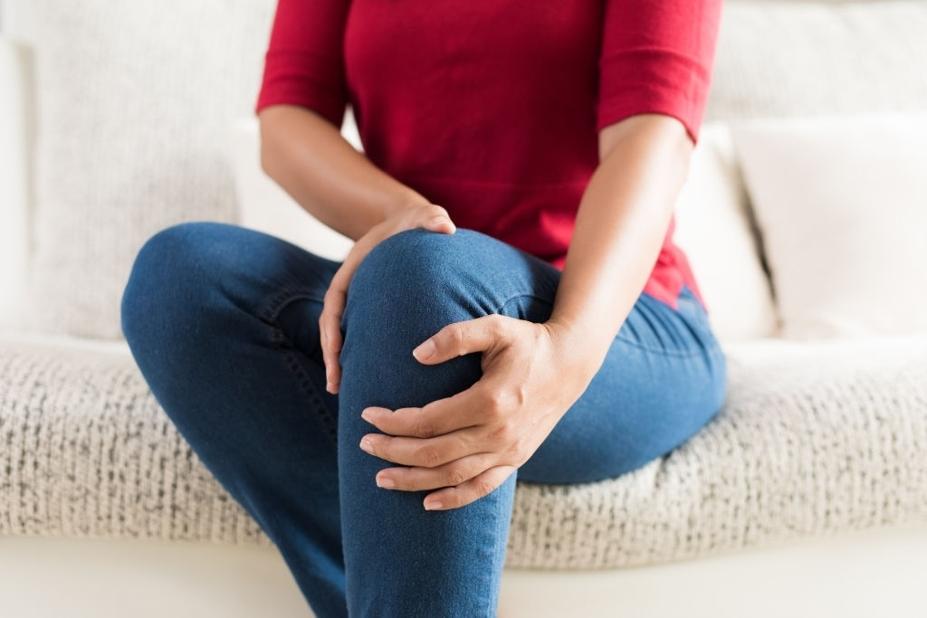 CBD oil for joint pain can help aching knees and joints